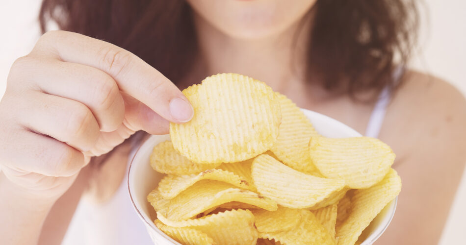 Eating, Potato Chip, Women, Bed - Furniture, Snack