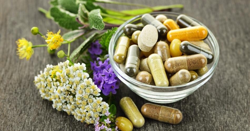 Herbes et médecine alternative : compléments alimentaires et pilules à base de plantes