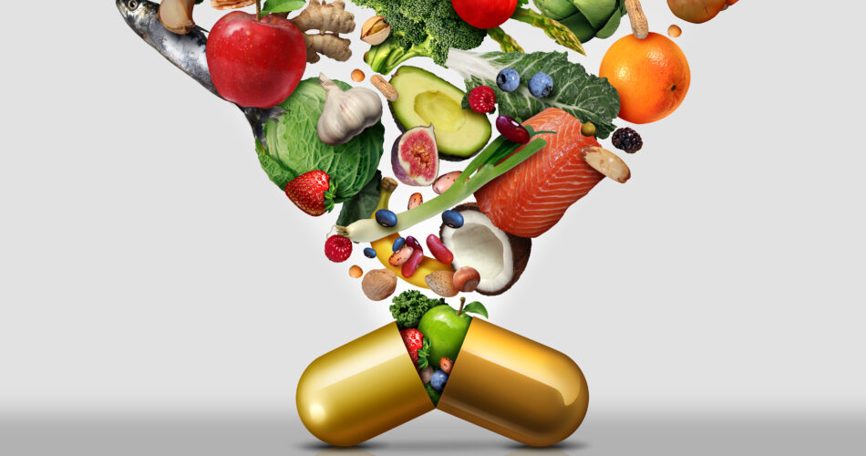 Integratore alimentare di vitamine come una capsula con frutta, verdura, noci e fagioli all'interno di una pillola nutriente come trattamento di salute della medicina naturale con elementi di illustrazione 3D.