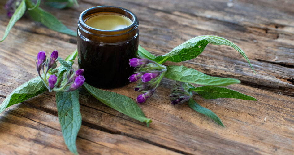 Ointment with comfrey